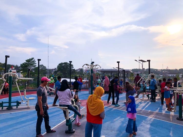 Outdoor GYM, Alun Alun Taman Kota Depok, Rry Rivano